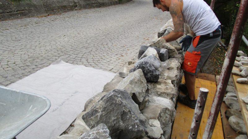 Rankweil saniert Natursteinmauern