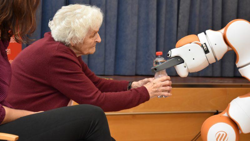 FH Vorarlberg entwickelt Assistenz-Roboter für die Pflege weiter