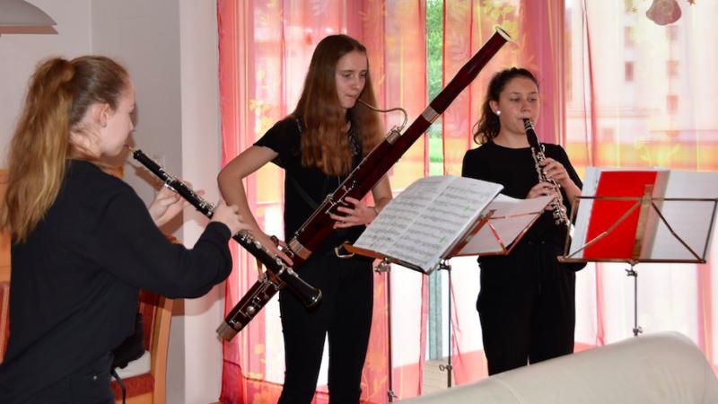 Konzert im eigenen Wohnzimmer: Musiker spielen für Pflegebedürftige