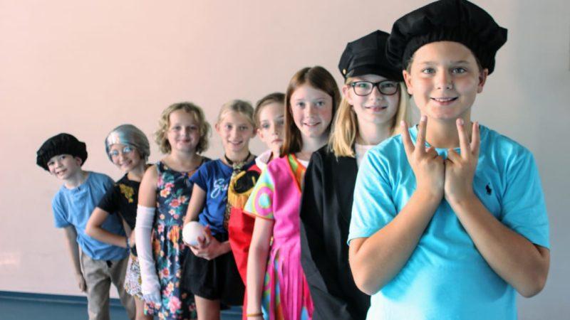 Saumarkt Theater Kinder mit neuem Stück auf Weihnachtsfahrt