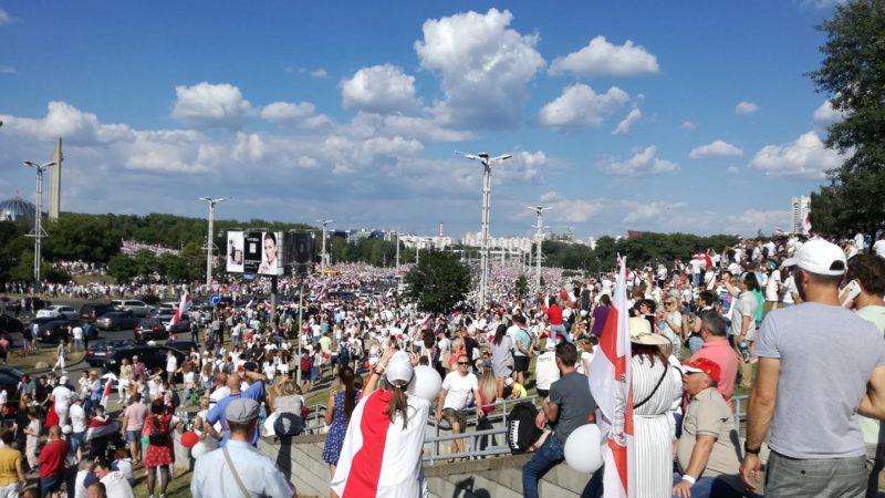 Uchodi! Massendemonstrationen in Minsk gegen Diktator und Wahlbetrüger Lukaschenko