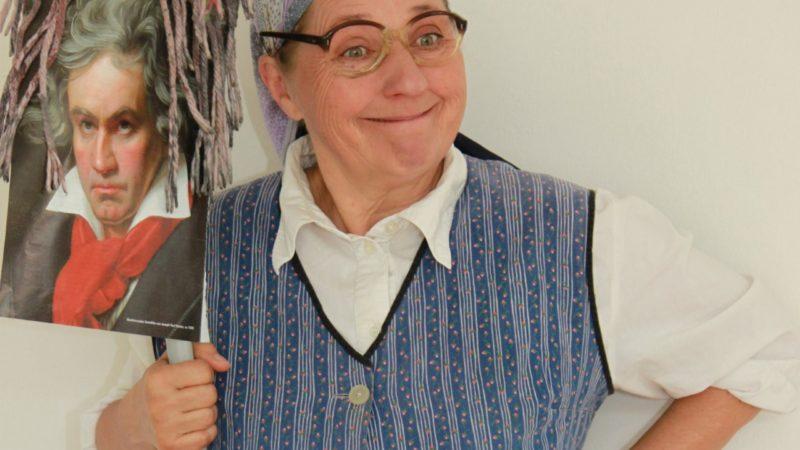 Kabaretttipp der Woche: Frau Franzi in Freude schöner Götterfunken – Unsterblich bis zum Gehtnimmer