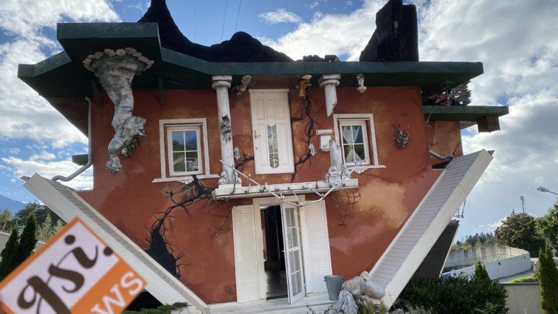 Ausflugtipp: Haus steht Kopf und Dinoland