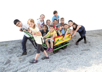 Die räumlichen Möglichkeiten des Kindercampus schaffen einen Ort des Miteinanders, wo Klein und Groß sich kennenlernen, miteinander spielen und lernen und sich dabei wohlfühlen können. ©Werbeagentur TM-Hechenberger