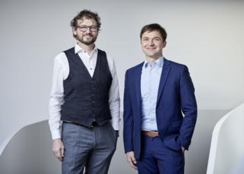 ©Mositech. Foto: Marcel Hagen Christof Moosbrugger (links) entlässt das Instrumenten-Management unter der Leitung von Peter Schoissengeier in die Selbstständigkeit.