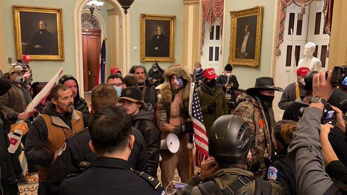 Trump Anhänger stürmen Kapitol