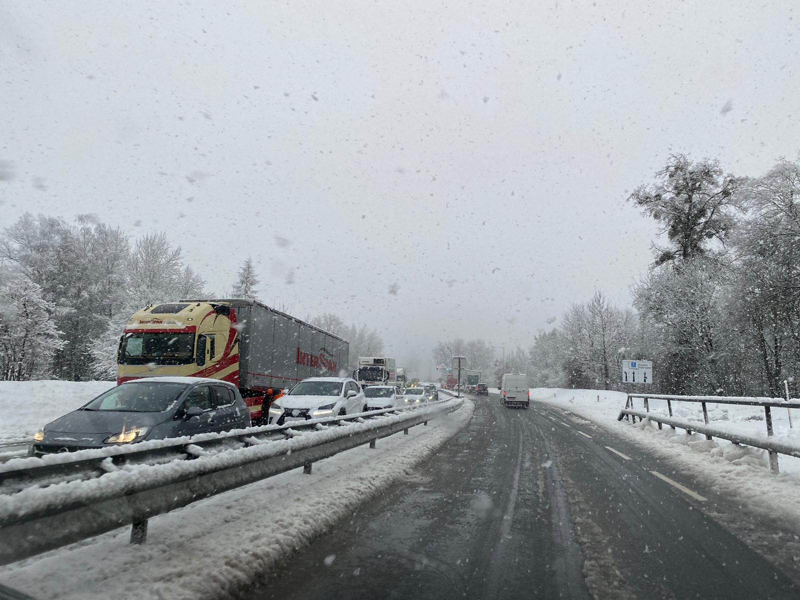 SCHNEECHAOS – STAU auf Autobahnabfahrt Frastanz/Feldkirch