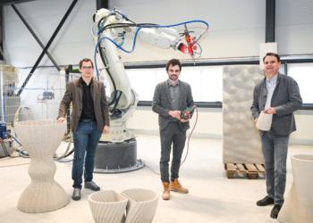 Markus Loacker (l.) und Philipp Tomaselli (r.) sind Geschäftsführer von Concrete 3D. Bereichsleiter Michael Gabriel (m.) ist für die technische und praktische Umsetzung verantwortlich.