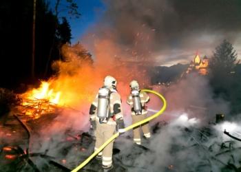 Löschung eines Waldbrands am Pfarrschrofen (© Feuerwehr Rankweil)