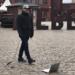 Jürgen Bauer geht mit seinem Laptop gern am Prenzlauer Berg in Berlin spazieren. (Foto: Bauer)